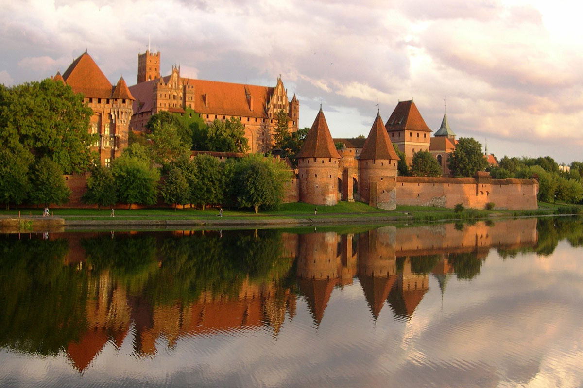 Airport Gdansk transfers to castle Malbork Poland