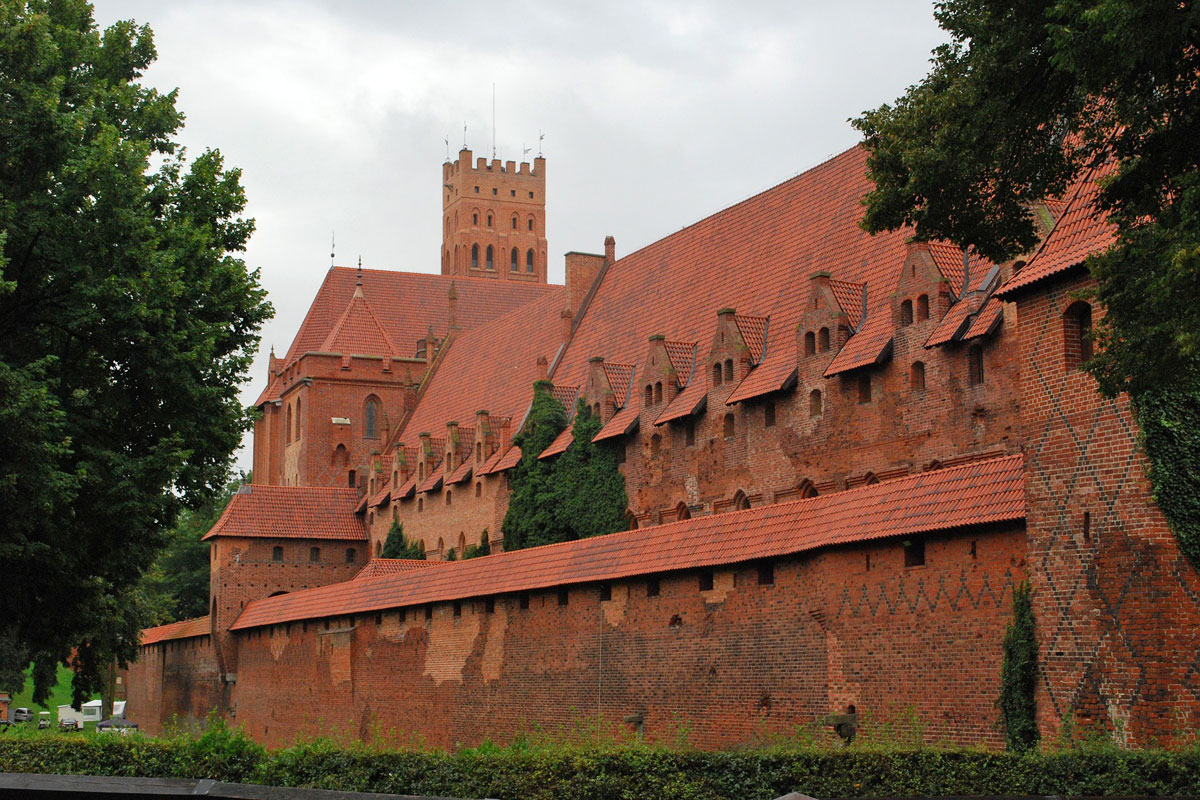 Taxi airport transfers to Castle Malbork Poland