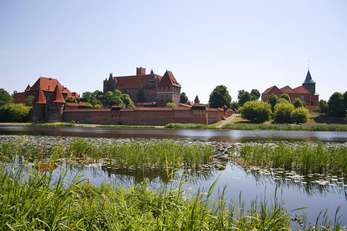 Private tour with driver and guide to Castle Malbork Poland